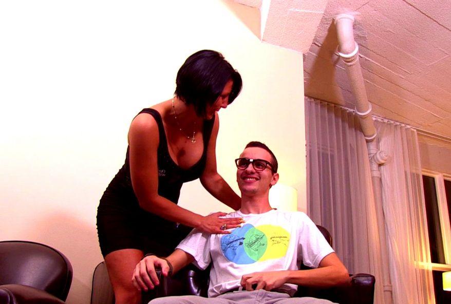 video de ta salope de femme depucelant un jeune gars chez toi