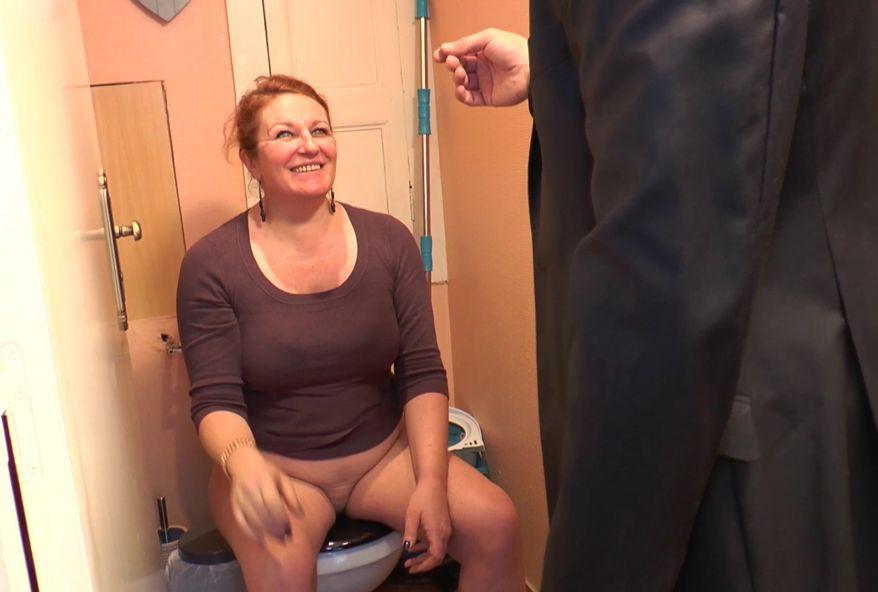 on baise le cul de ta femme chez toi