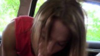 ma petite amie me trompe avec un inconnu dans sa voiture