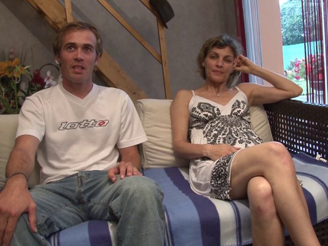 une femme mariée tourne un film de cul avec son amant