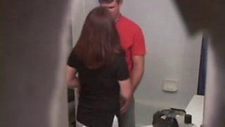 surprendre sa jeune femme entrain de baiser avec notre voisin