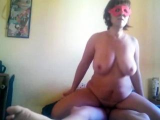femme mure se fait baiser par son amant chez toi