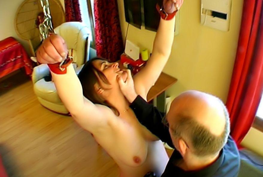 femme au foyer offerte par son mari à des inconnus