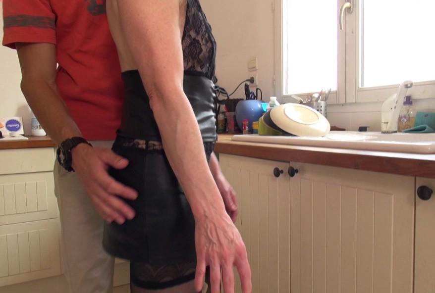 video d'une cougar trompant son mari avec deux jeunes gars