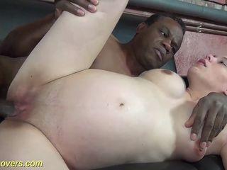 femme enceinte infidèle voulait gouter à une grosse queue noire